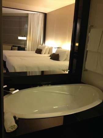 Crown Metropol Perth: Deep bath