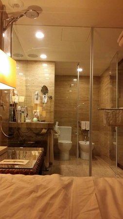 Crowne Plaza Vilamoura - Algarve: Baño desde la habitación