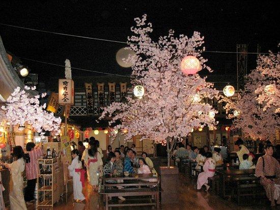 Odaiba Tokyo Oedo-Onsen Monogatari: Сезонные украшения в холле
