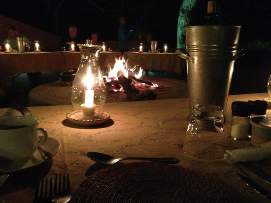 Mohlabetsi Safari Lodge: Delicious and lovely dinner at the Boma
