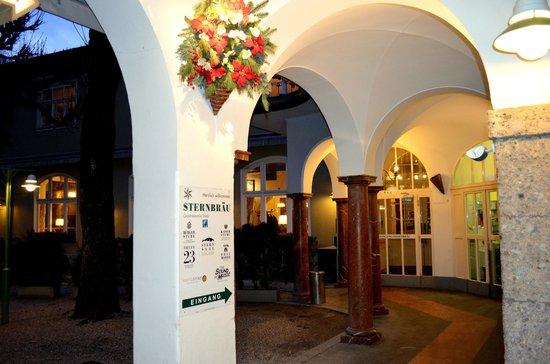 Sternbräu: Вход в ресторан