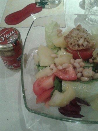 Rossopomodoro : Avevo chiesto un'insalata CON tonno...non intendevo in questo senso. Scandaloso.