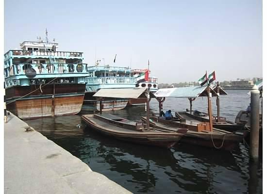 Dubai Creek : Getting ready to board..