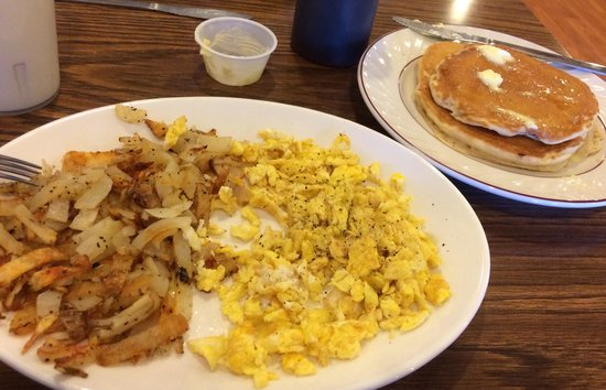 Outlaw Cafe: Scrambled eggs, hash browns and pancakes
