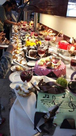 Kustur Club Holiday Village : Deserts on kustur club everyday is different lovely!!
