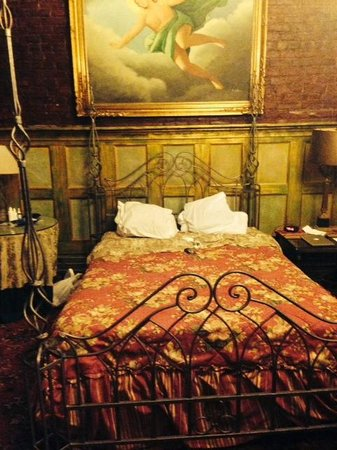 Biscuit Palace Guest House : Bed