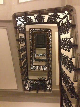 Helvetia & Bristol Hotel: Beautiful Staircase!