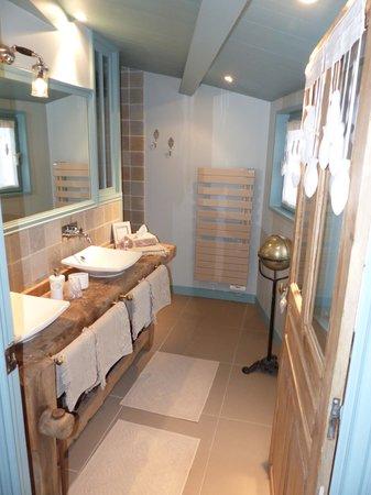 """La Maison au Figuier : salle de bain chambre """"retour de plage"""""""