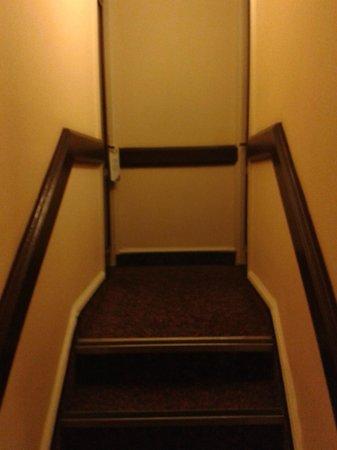 Corus Hotel Hyde Park London: Short bedroom access passage
