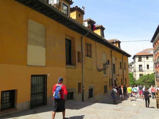 SANDEMANs NEW Europe - Madrid: An example of a Casas a la malicia construction (16th-18th cent) to avoid housing court official