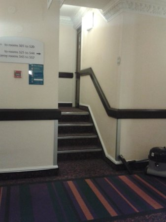 Corus Hotel Hyde Park London: Stairs up