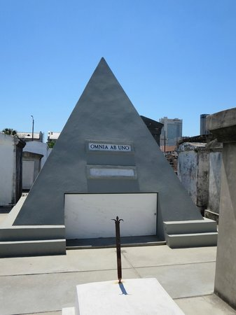 Save Our Cemeteries: Nicholas Cage's to-be-grave...yeah...
