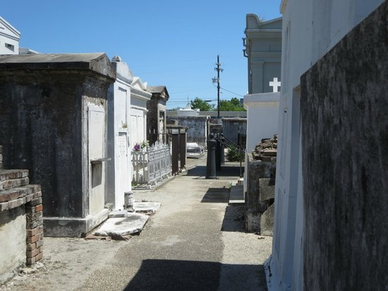 Save Our Cemeteries: Crypt alley