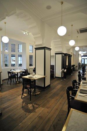 Andrej's Oyster Bar & Restaurant: The Restaurant