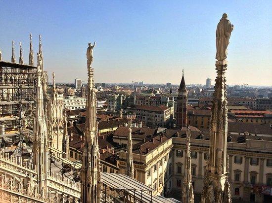 Duomo Rooftops : Лёгкая парящая архитектура