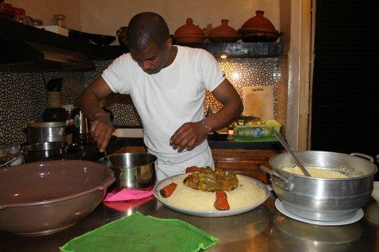 Riad la Fibule : le cuisinier :)