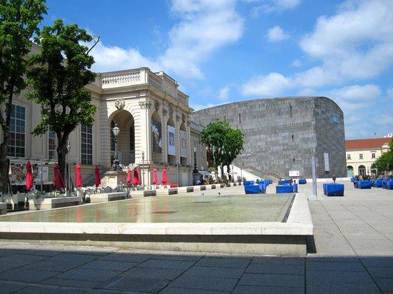 MuseumsQuartier Wien: Museum Quarter - view of the MUMOK