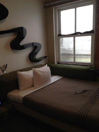 Ace Hotel Portland: Ace Hotel room