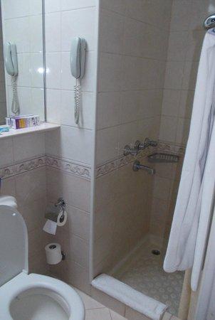 Seres Old City: туалет и душ