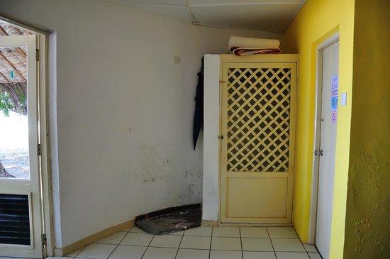 "Bathala Island Resort: angolo stanza con ""armadio"""