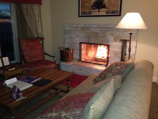 Tickle Pink Inn: Relaxing fire...