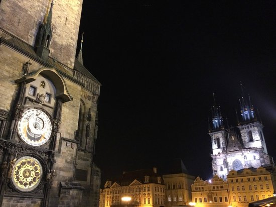 Hôtel de ville de la Vieille ville et l'horloge astronomique : Вечерняя прогулка