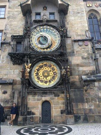 Old Town Hall and Astronomical Clock : Утром в дождик пусто :)