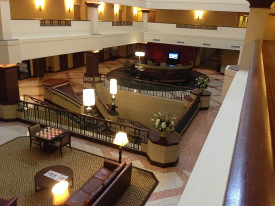Sheraton Suites Akron Cuyahoga Falls: Hotel Lobby