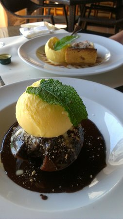 Belmar Spa & Beach Resort: chocolate fondant and apple pie