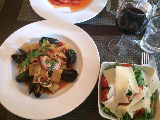 Zest Ristorante & Wine Bar : Mussels, calamari, and prawn.
