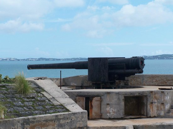 National Museum of Bermuda : Historical cannon