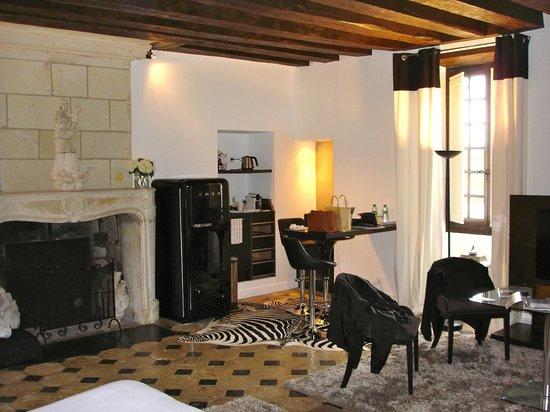 Chateau De La Ronde: Kitchen area of suite