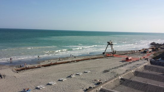 Tides Folly Beach : Beach re-nourishment project underway