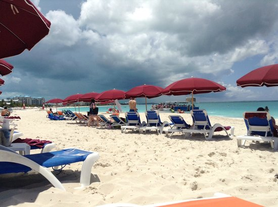 Royal West Indies Resort: Great umbrellas and beach chairs