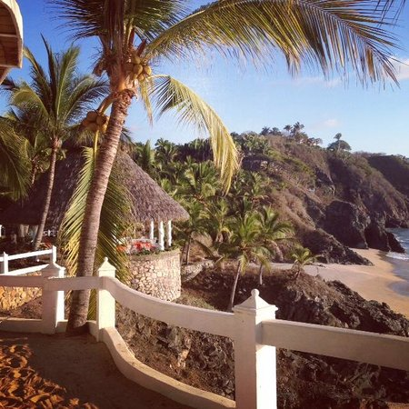 Bungalows Lydia: Another view from Sunset room's sandy patio. The palapa and beach