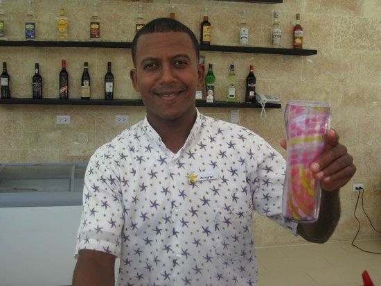Iberostar Costa Dorada : Angel at the pool bar