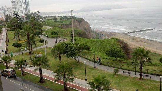 Hotel Sunset Mar : Parques y paseos frente al  Hotel Sunsetmar