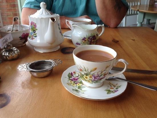 Elsies Traditional Tea Room: tea and beautiful china