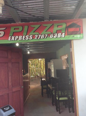 Evergreen Lodge: Great Pizza at Tortuguero town