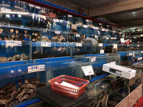 Ah Yat Seafood: Live seafood market
