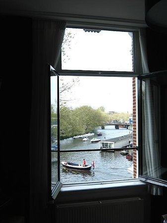 Boutique Hotel View: Beautiful, fully opening windows