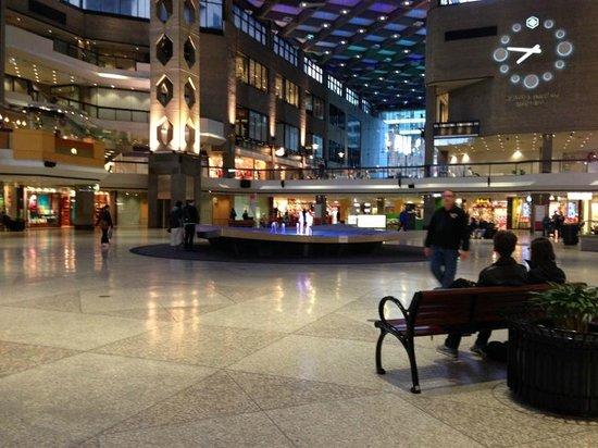 Complexe Desjardins: Interior of mall