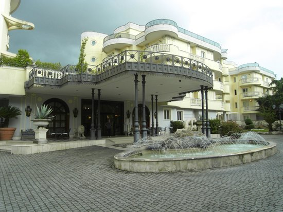 Grand Hotel Vanvitelli: entrance