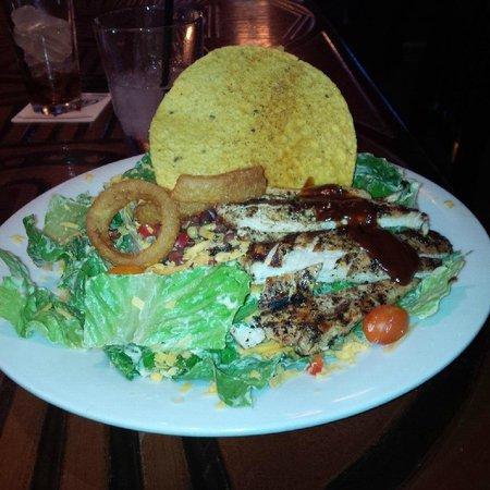 Strathmore Station Restaurant And Pub : Excellent Salad