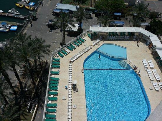 Caesar Premier Tiberias: Blick auf den Pool