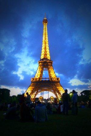 Tour Eiffel : Illuminated Tower