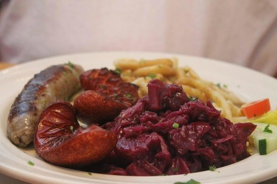 Cafe Old Vienna: Wursts and red cabbage (rotkohl)