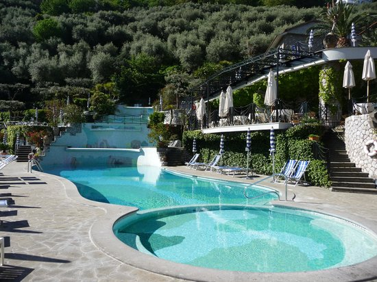 Grand Hotel Capodimonte: Cascading pools