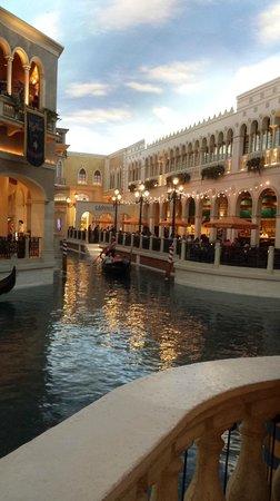 The Venetian Las Vegas : Shopping & gondola ride