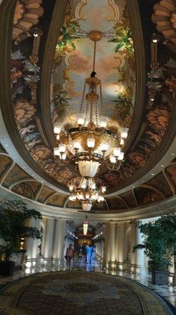 The Venetian Las Vegas : Hallway near elevators